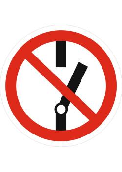 """Знак """"Запрещается прикасаться. Корпус под напряжением"""" P-10"""