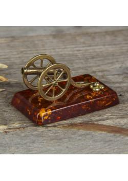 Сувенир из латуни и янтаря